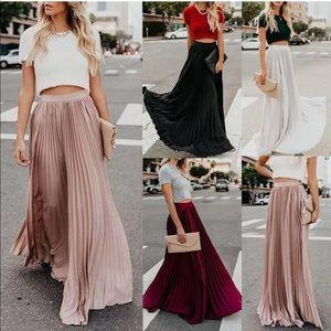 Dresses & Skirts - Accordion Style Maxi Dress